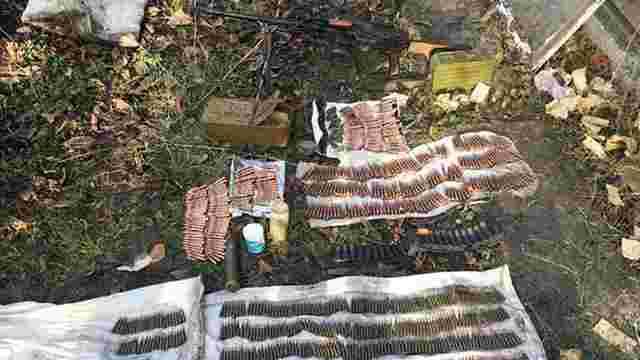 Поліцейські вилучили у мешканця Донеччини російський кулемет і наркотики