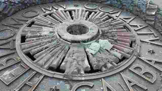 У Києві вандали знову залили цементом Вічний вогонь на могилі Невідомого солдата