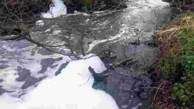 Через скарги мешканців Держекоінспекція вдруге за рік перевіряє воду із річки в Рудному