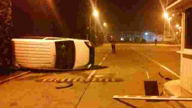 П'яний буковинець на мікроавтобусі намагався прорватись через кордон