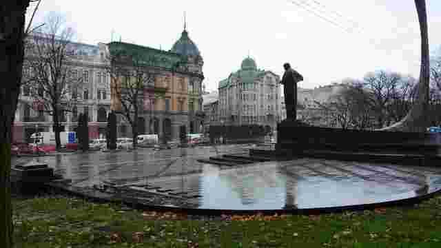 Реконструкцію площі біля пам'ятника Шевченку завершать на початку грудня