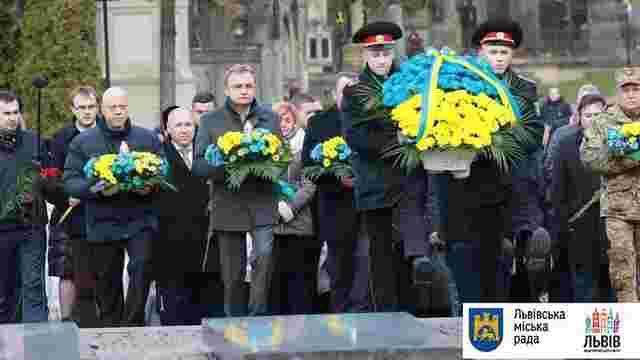 З нагоди Дня Гідності та Свободи на Личаківському кладовищі вшанували новітніх Героїв