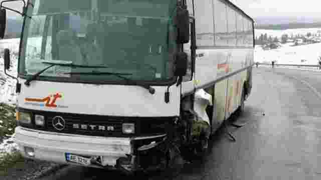 Унаслідок ДТП з туристичним автобусом на Сколівщині загинули двоє людей