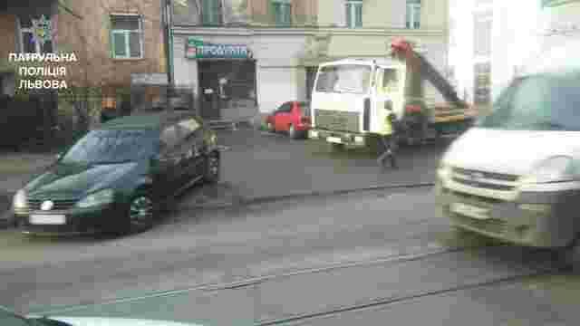 Львівські патрульні склали протокол на водія за вживання алкоголю після ДТП