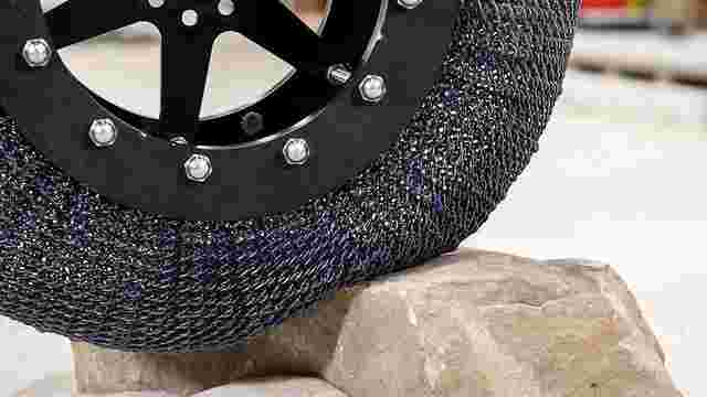 Вчені NASA створили непробивні, супереластичні шини з титанового сплаву