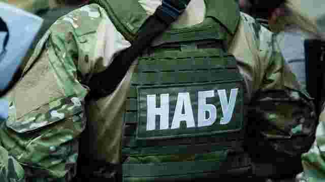 Агента НАБУ затримали при спробі дати хабара чиновниці ДМС України