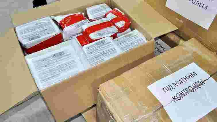 У Києві митники затримали посилки, адресовані Нестору Махну та літературним персонажам