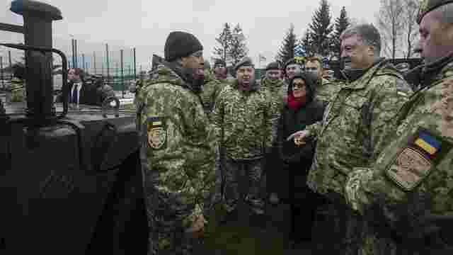 Порошенко передав Збройним силам 40 медичних «Хаммерів»