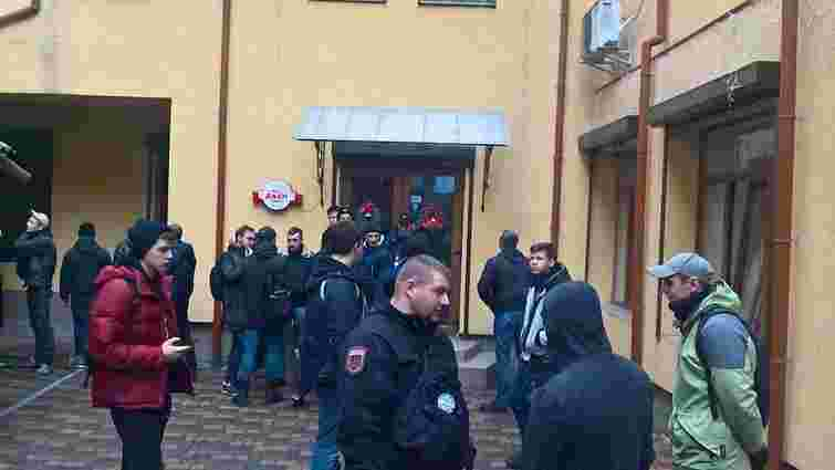 У Львові праворадикали зірвали з'їзд партії міністра-втікача Клименка