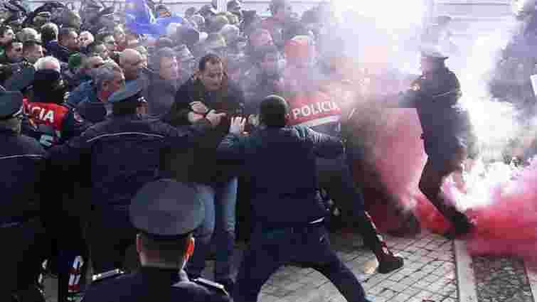 В Албанії протестувальники намагалися взяти штурмом парламент