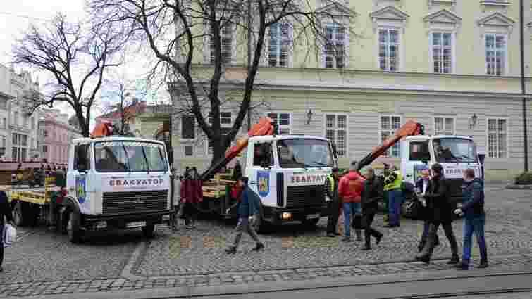 Впродовж 5 днів у Львові на арештмайданчик забрали 42 автомобілі