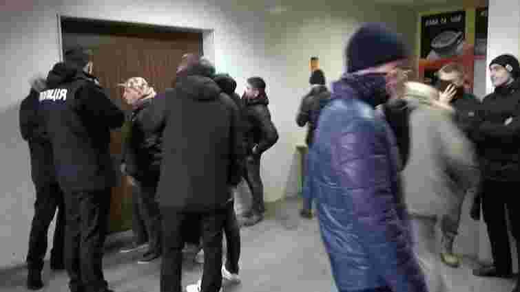 Активісти Нацкорпусу в Києві зірвали «Пленум комсомольців України»