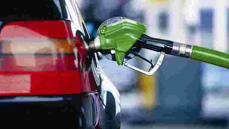 У Держстаті підрахували, скільки українці витратили на бензин у листопаді