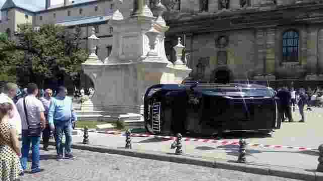 Екс-інспектору ДАІ, який в'їхав у натовп біля церкви у центрі Львова, оголосили підозру