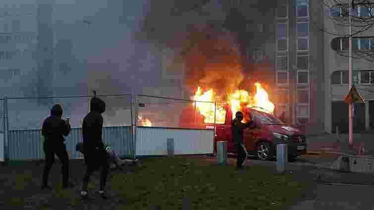 У Франції в новорічну ніч спалили більше тисячі автомобілів