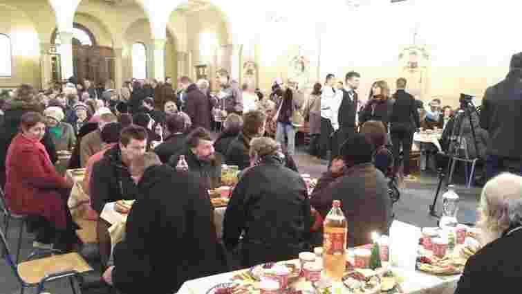 Для потребуючих у Львові організували святковий різдвяний обід