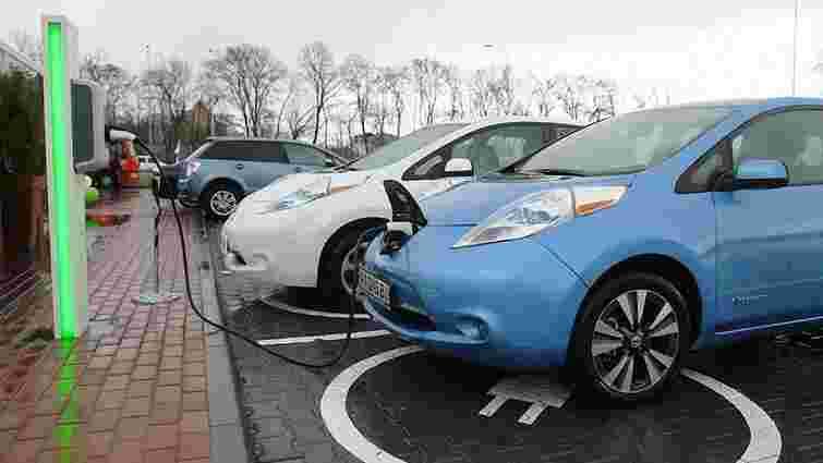 Українці придбали за рік близько 2,7 тис. електромобілів