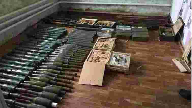 На Луганщині поліція вилучила у літньої жінки арсенал зброї