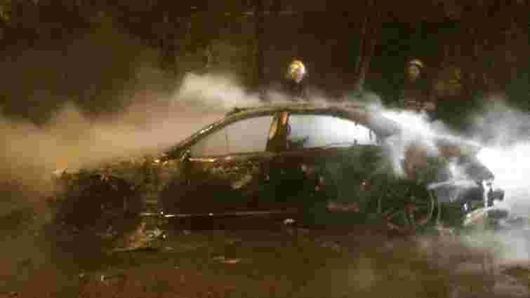 Вночі у Львові згорів автомобіль Mercedes-Benz