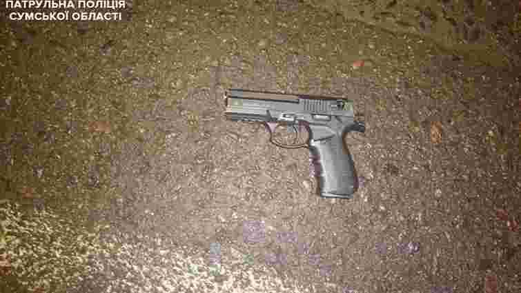 У Сумах чоловік влаштував стрілянину в магазині і поранив двох осіб
