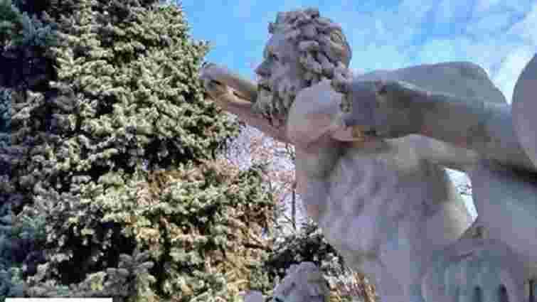 В центрі Одеси вандали пошкодили скульптуру античного героя
