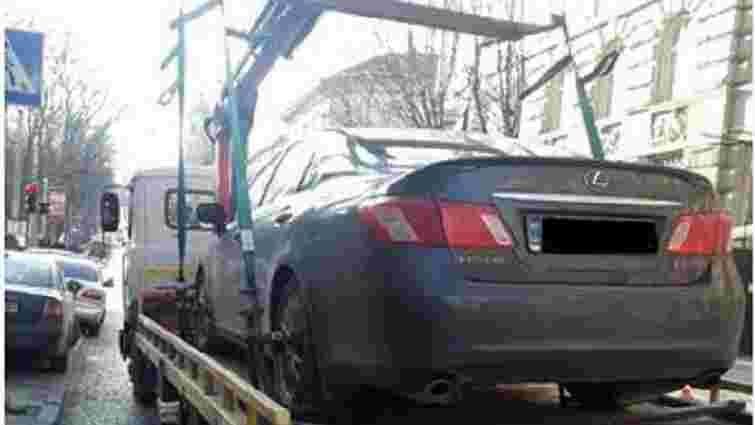 За півмісяця за паркування на львівських вулицях на арештмайданчик евакуйовано 41 автомобіль