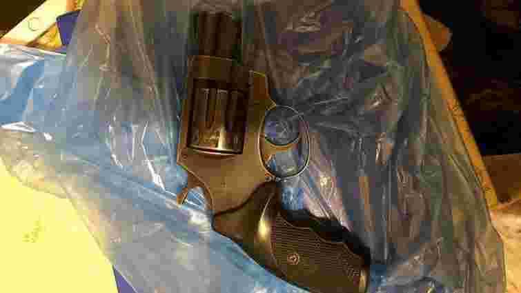 У Кривому Розі поліцейський продавав зброю та наркотики з кімнати речових доказів