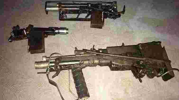 Поліція показала саморобну зброю з підпільної майстерні одеського стрілка