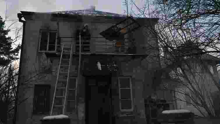 У Брюховичах пожежники винесли з палаючого будинку паралізованого пенсіонера