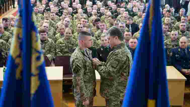 Порошенко привітав Героя України Олександра Порхуна з днем народження