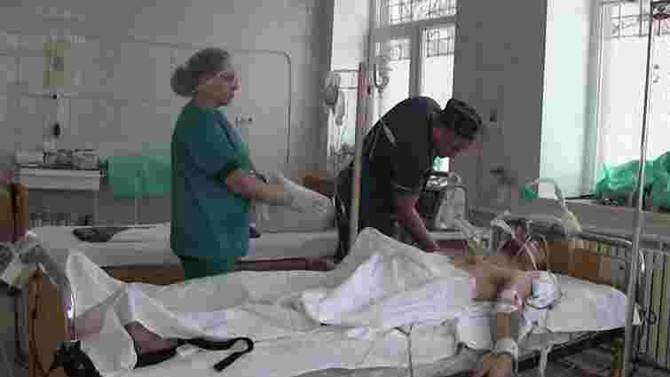 Українські лікарі сім годин оперували російського бойовика, кинутого диверсантами