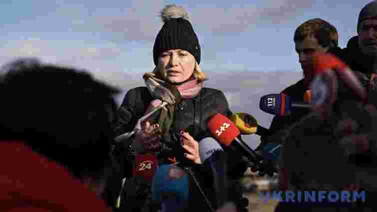 Україна передала бойовикам жінку, яку помилував президент
