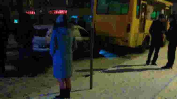 Внаслідок зіткнення двох автомобілів і маршрутки постраждали львів'янка та її 7-річна донька