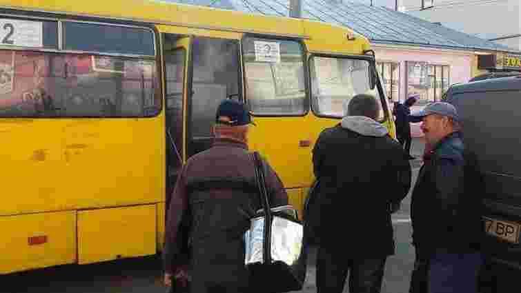Тернопільська мерія розірвала угоди з усіма приватними пасажирськими перевізниками