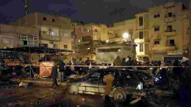 Понад 30 людей загинули внаслідок вибуху двох автомобілів біля мечеті у Лівії