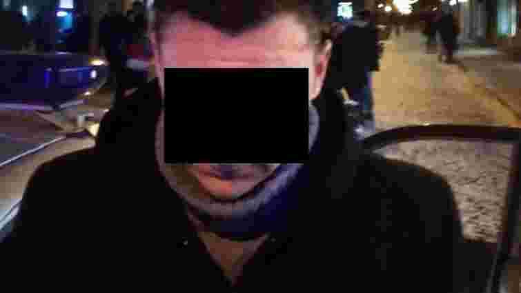 Поліція затримала чоловіка, що вкрав годинник за ₴18 тис. з магазину у центрі Львова