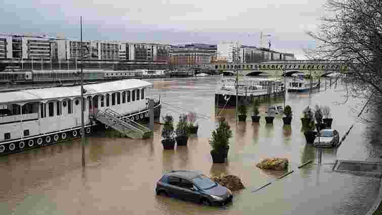 Через сильну повінь у Парижі скасували круїзи Сеною та закрили музеї для відвідувачів