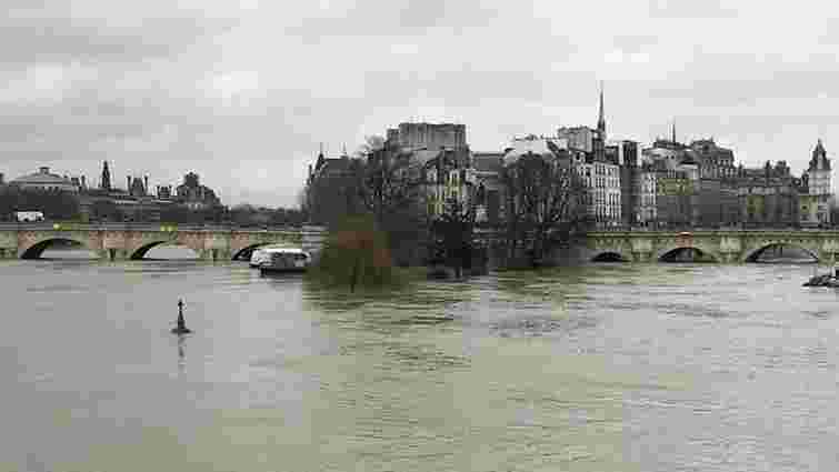 У Парижі закрили кілька станцій метро через високий рівень води у річці Сена