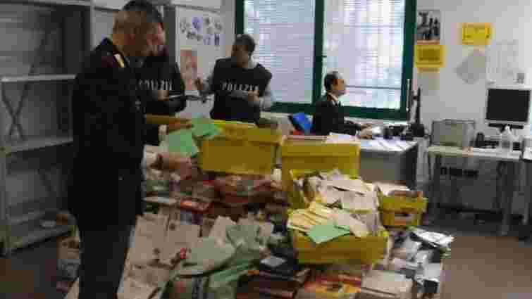 В Італії заарештували поштаря за приховування 570 кг листів