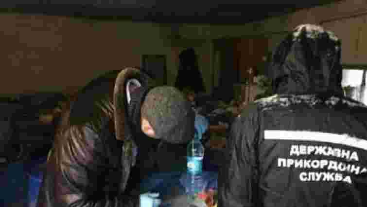 На Вінниччині ДПСУ викрила базу контрабандистів, які провезли в Україну понад 10 тонн спирту