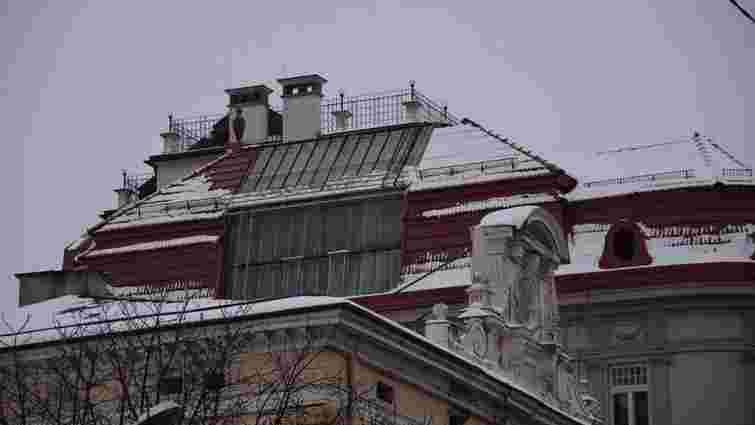 Ще один власник надбудови на даху будинку у центрі Львова погодився її демонтувати