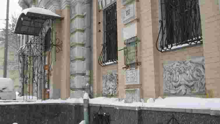 У Києві з фасаду музею Лесі Українки вкрали бронзовий бюст поетеси