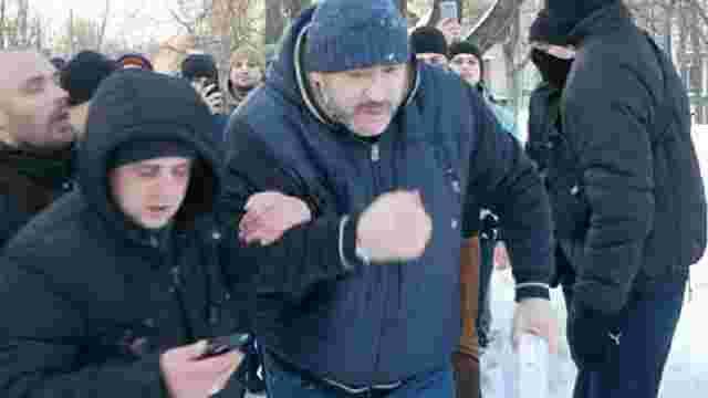Обвинуваченому у вбивстві журналіста В'ячеслава Веремія влаштували «коридор ганьби»