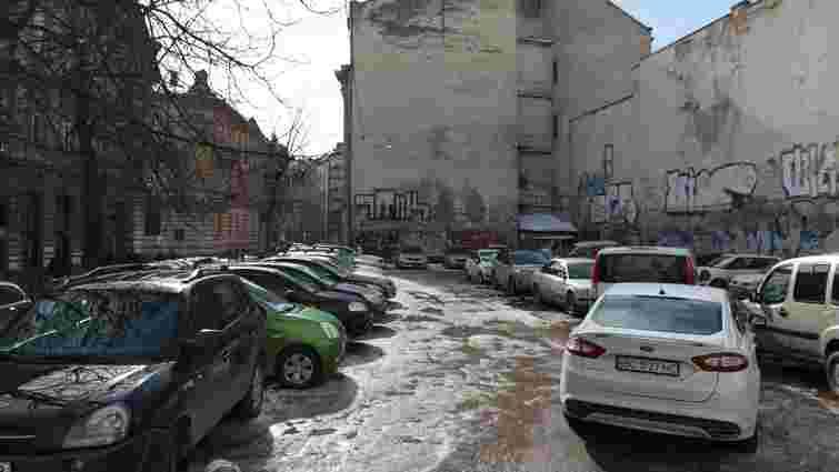 Біля готелю «Жорж» у центрі Львова планують збудувати багаторівневий паркінг