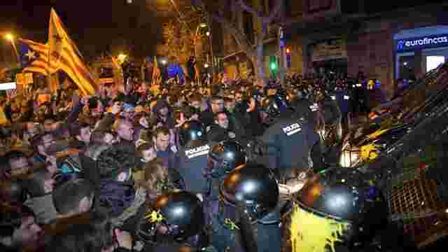 У Барселоні спалахнули сутички через рішення іспанського суду про арешт Пучдемона