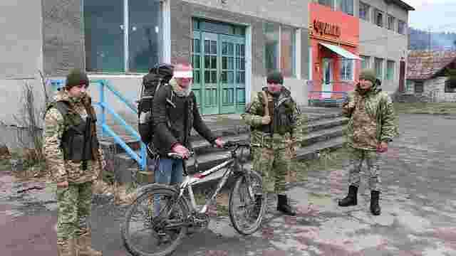 За нелегальний перетин кордону на Львівщині затримали 30-річного веломандрівника з Німеччини