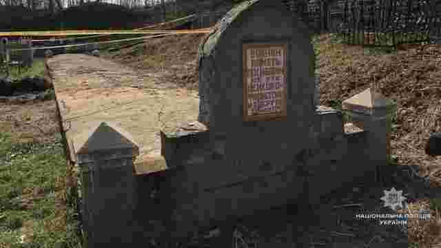 На Вінниччині злочинці розкопали могилу розстріляних нацистами євреїв і шукали коштовності