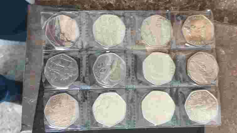 З Польщі на Львівщину намагались нелегально завезти колекційні монети