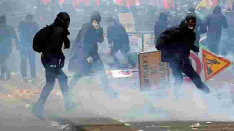 Під час масових заворушень в Парижі поліція затримала 200 осіб