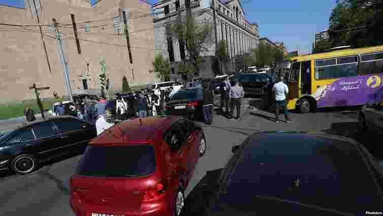 Учасники протестів у Єревані заблокували основні дороги і під'їзд до аеропорту